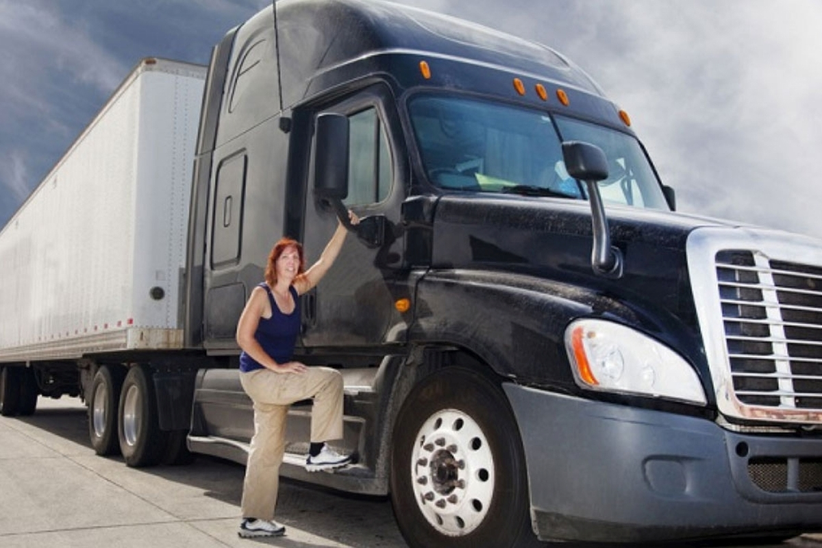Women in Trucking: Female Truck Drivers and Safety